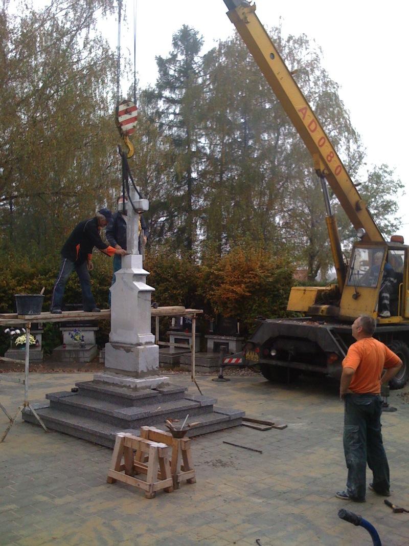 Reastaurování pomníku (2)